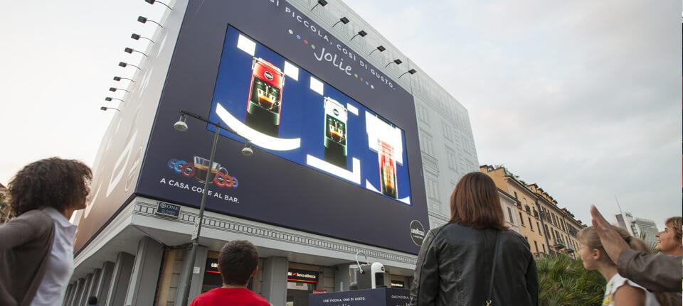 Grande formato, interattività e location 'mirate', il mix per colpire il pubblico dei centri urbani