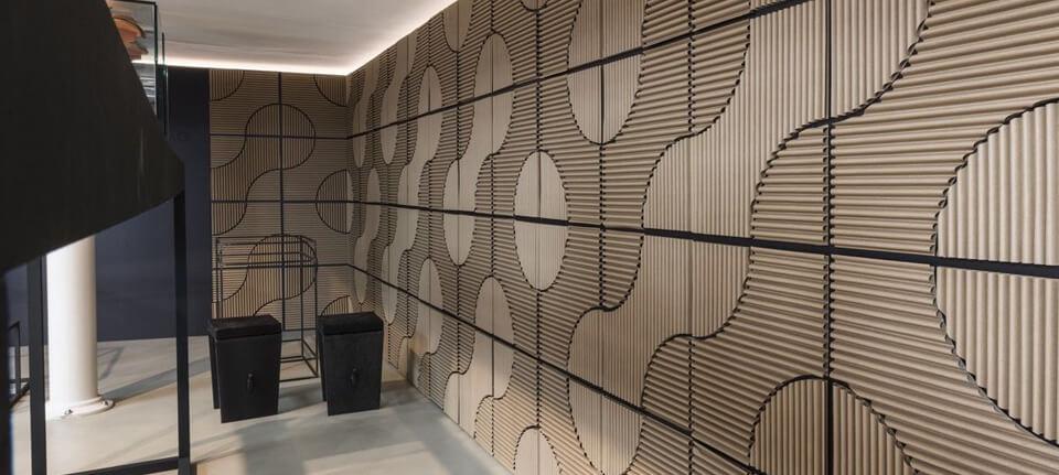 Ogni creazione di Corvasce è un piccolo capolavoro di design realizzato con materiali sostenibili. Sopra, un particolare dello showroom dell'azienda a Milano. foto: Vito Corvasce