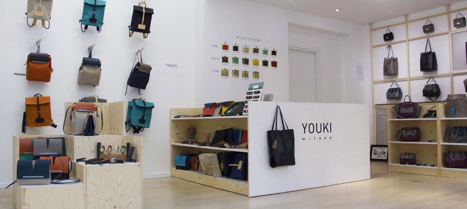 L'interno dello Youki Store a Milano, progettato da Lascia la Scia e realizzato con materiali naturali.