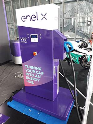 Una linea creativa che collega gli impianti di produzione all'energia per il futuro: la campagna per Enel pone l'accento sulla sostenibilità.